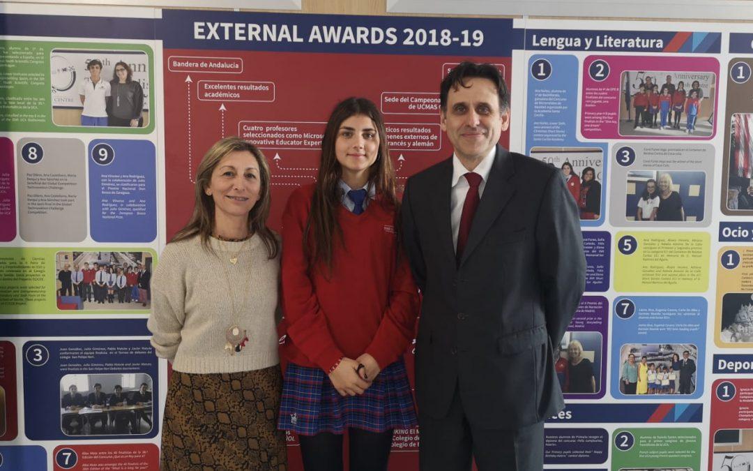Minerva Muñoz, alumna de 4º de ESO, galardonada con una de las Becas Amancio Ortega.